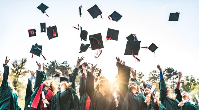 8 benefits of earning a college degree