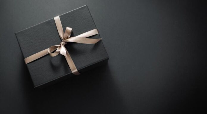 5 Best Gifts You should Give to your Son on his 18th Birthday